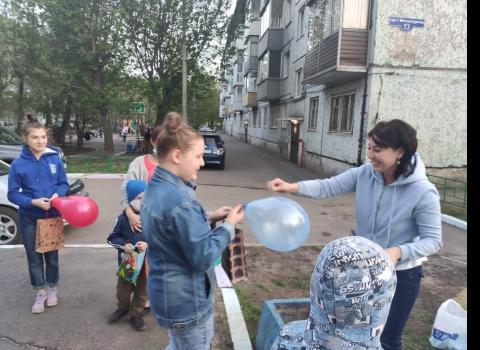 Детский конкурс рисунков, организованный самими жителями по адресу: Металлургов 13.